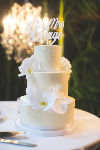 fresh-orchid-flowers-and-laser-cut-calligraphy-cake-topper-on-small-white-cake-with-pearl-decoration
