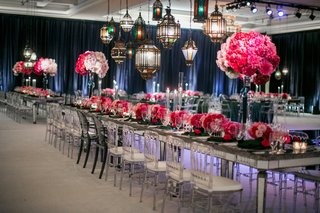 mirror-reception-table-with-pink-flowers-and-colorful-glass-lanterns
