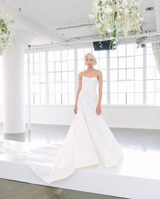 marchesa-bridal-fall-2018-collection-wedding-dress-strapless-wedding-dress-full-skirt-train-waist