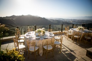 malibu-rocky-oaks-wedding-reception-overlooking-santa-monica-mountai-centerpiece-with-white-florals