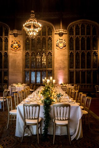 university-club-of-chicago-cathedral-hall-wedding-garland-runner-long-table