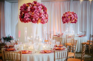 white-linens-and-vases-topped-with-pink-and-orange-details
