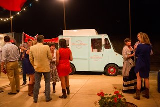 retro-ice-cream-truck-at-fourth-of-july-party