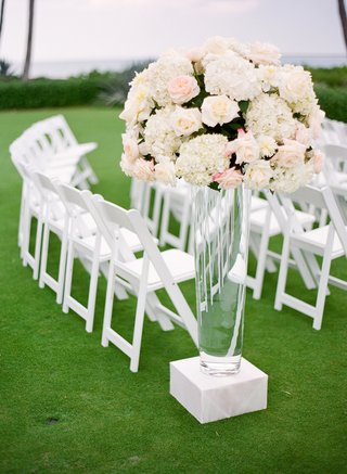 clear-vase-topped-with-ivory-flower-arrangement