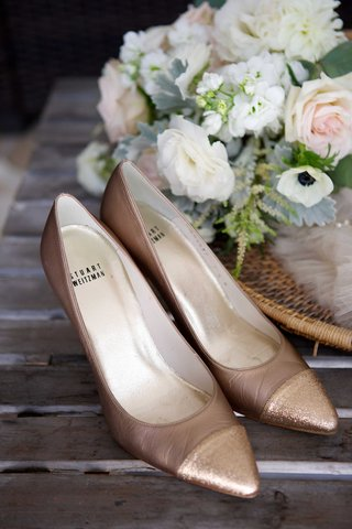 champagne-tan-colored-high-heels-with-pointed-toe-shiny-sparkly-shimmery-stuart-weitzman