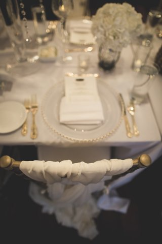gold-chiavari-chairs-with-woven-ivory-chair-cover