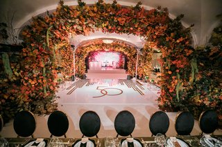 50th-anniversary-party-with-fall-foliage-and-art-deco-decor