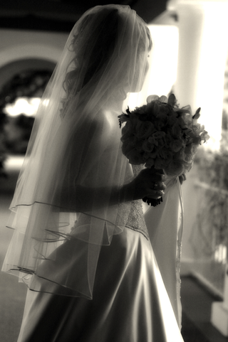 black-and-white-photo-of-brides-silhouette