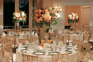 ballroom-with-round-tables-and-tall-centerpieces