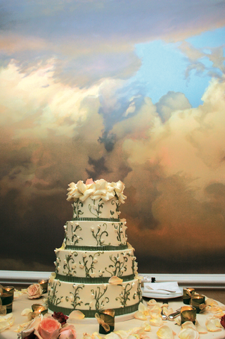 wedding-cake-with-four-layers-and-floral-design