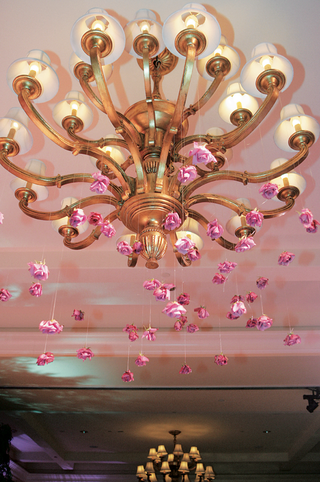 hanging-flower-wedding-reception-decoration-from-chandelier
