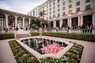 the-breakers-wedding-venue-outdoor-cocktail-hour-on-terrace-by-reflecting-pool-fountain