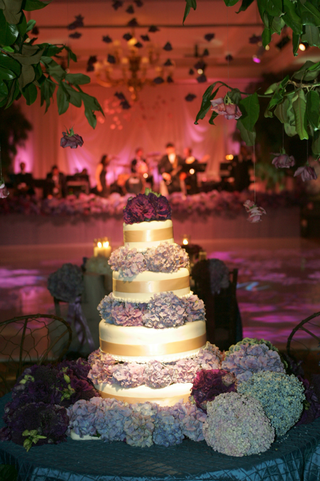 four-layer-wedding-cake-with-hydrangea-decorations