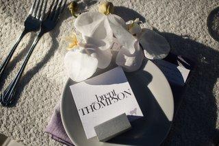 modern-and-minimalist-escort-card-for-reception-dinner