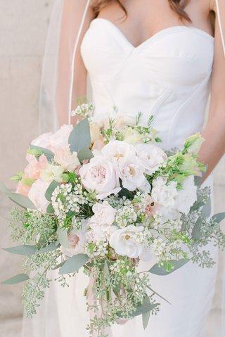 bride-in-oscar-de-la-renta-strapless-wedding-dress-greenery-pink-garden-rose-white-flowers