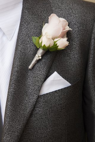 groom-in-grey-suit-with-three-rose-boutonniere
