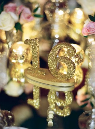 gold-glitter-number-16-table-marker-on-mirror-top-reception-table-wedding-ideas