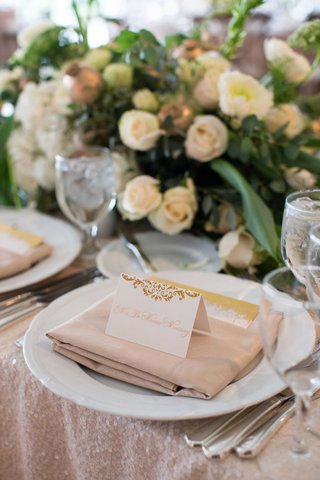 demarco-murray-place-setting-at-wedding-reception-sequin-pink-blush-linens