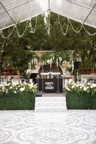 wedding-reception-spanish-tile-design-on-dance-floor-band-stage-greenery-hedge-wall-white-flowers