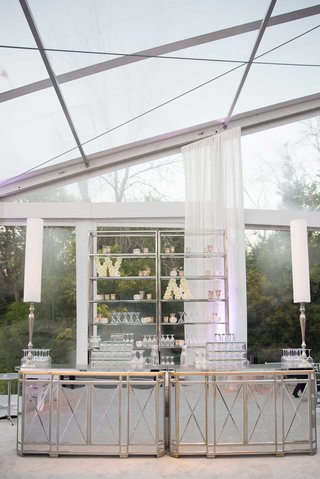 mirror-bar-with-rose-initial-sculptures-on-shelves-under-glass-panel-tent