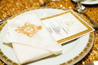 wedding-menu-with-gold-glitter-border