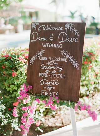 wedding-destination-in-mexico-wood-sign-with-white-modern-calligraphy-writing-cocktails