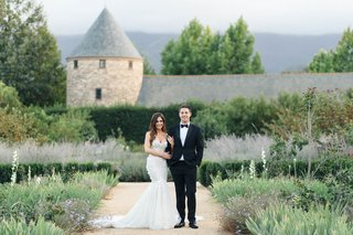 jillian-murray-actress-in-strapless-mermaid-gown-berta-with-dean-geyer-tuxedo-bow-tie-wine-country
