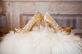 gold-glitter-platform-wedding-shoes-on-white-fur