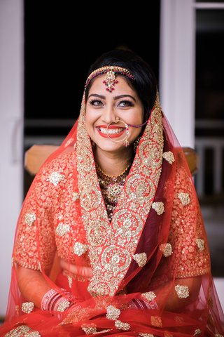 hindu-wedding-bridal-outfit-hindu-bride-with-hoop-nose-ring-red-sari