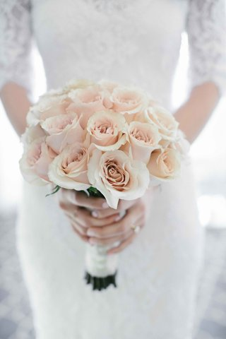 wedding-bouquet-of-single-flower-type-light-pink-roses-with-white-wrap