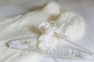 pearl-clothes-hanger-custom-writing-classic-wedding-unique-detail-bow-ribbon-gown-bride
