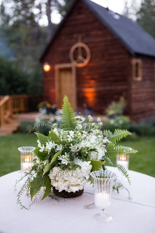 palm-frond-ferns-and-hydrangeas-on-white-cocktail-table