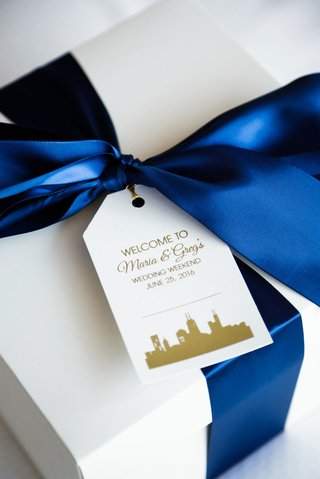 welcome-box-gift-for-guests-dark-blue-ribbon-with-personalized-tag-skyline