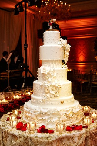 seven-tier-wedding-cake-with-different-details-on-each-layer