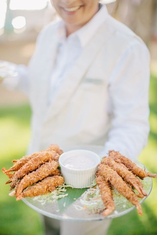 clear-platter-of-coconut-shrimp-with-dipping-sauce