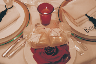 je-taime-wedding-favor-package-on-place-setting