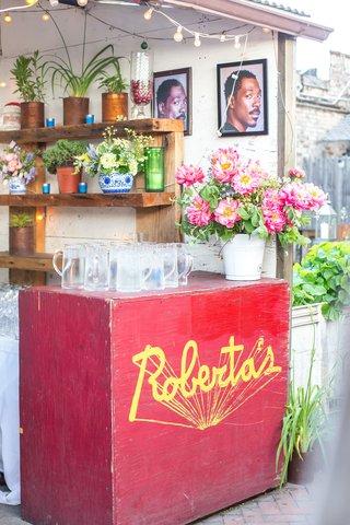 robertas-rehearsal-dinner-portraits-of-eddie-murphy-pink-flowers
