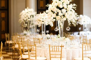 centerpieces-of-white-flowers-and-hanging-tea-lights