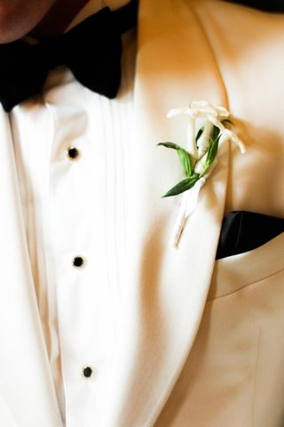 boutonniere-of-three-stephanotis-blossoms