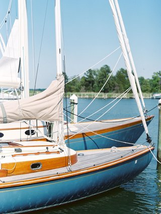 wedding-sail-boat-on-river-at-venue-wedding-transportation-idea-for-coastal-nautical-wedding