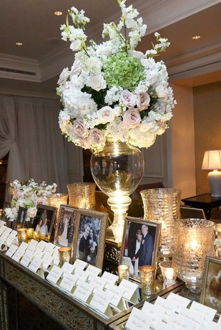 glass-vase-with-white-pink-and-green-flower-arrangement-on-escort-card-table-for-wedding