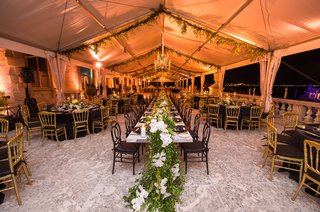 vizcaya-museum-and-gardens-wedding-tented-reception-table-runner-greenery-and-orchids-garland