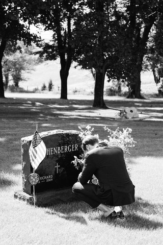 black-and-white-photo-of-groom-at-father-of-the-brides-grave