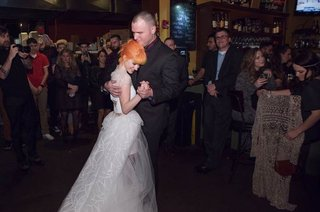 hayley-williams-of-paramore-and-chad-gilbert-of-new-found-glory-first-dance-wedding