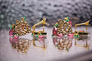 indian-wedding-gold-pink-and-green-earrings