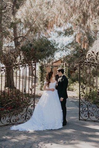 echosmith-singer-sydney-sierota-and-cameron-quiseng-wedding-venue-in-escondido-california-gates-tree