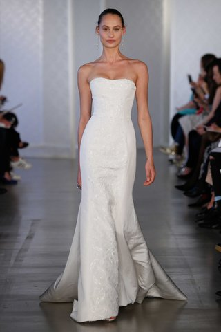 oscar-de-la-renta-2017-bridal-collection-queeny-strapless-trumpet-wedding-dress-with-embroider-panel