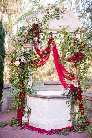 ceremony-altar-with-scarlet-drapery-roses-greenery