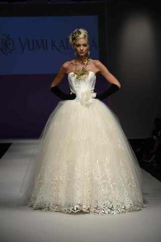 yumi-katsura-fall-2016-strapless-ball-gown-with-embroidered-lace-tulle-skirt