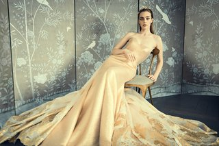 romona-keveza-10-gold-thread-linen-gown-sculpted-neckline-mermaid-silhouette-gold-leaf-overskirt